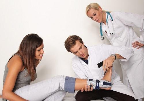 Ортопед и пациент